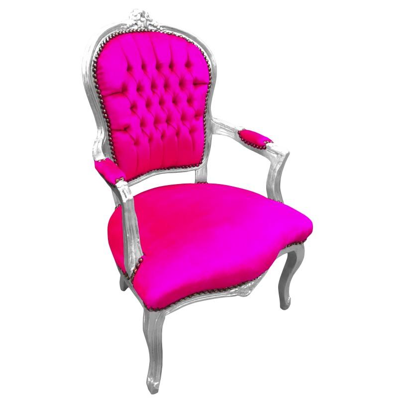 un fauteuil Louis Fuschia